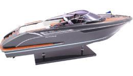 Модель яхты Riva Rivamare
